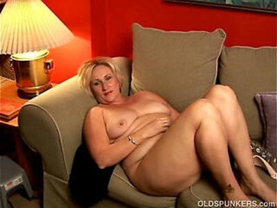 chubby  cougar  mother  wank   porn video